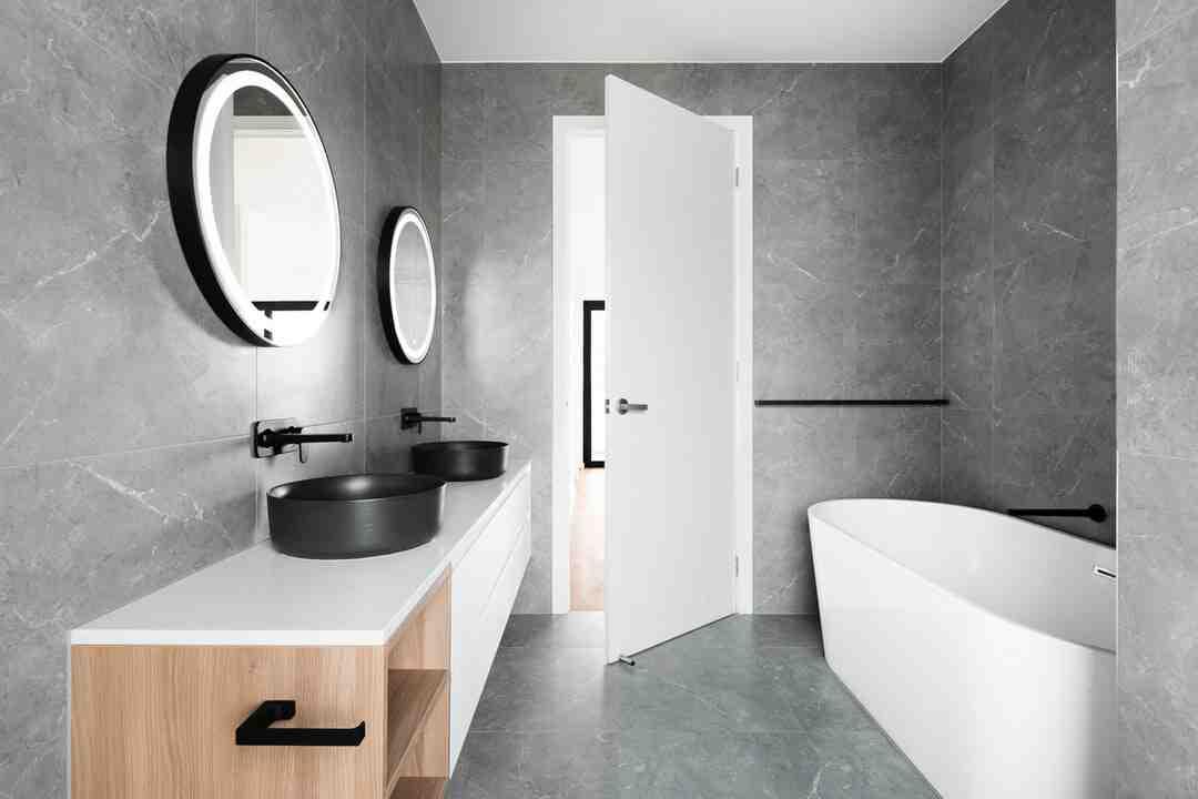 Comment nettoyer mur salle de bain ?