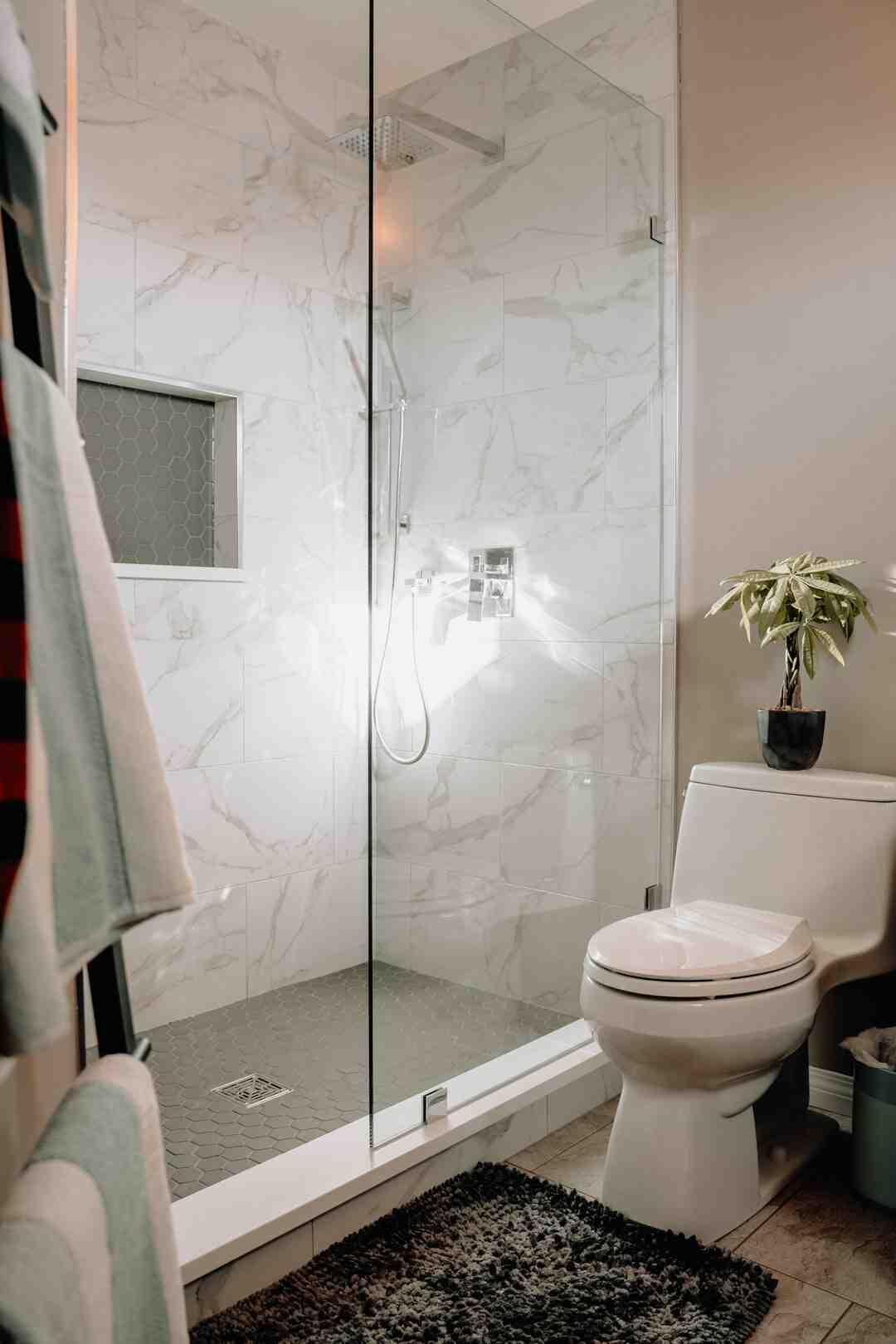 Quelle hauteur carrelage salle de bain ?